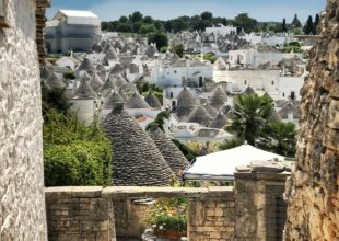Escursione a Alberobello Photo by Victor Malyushev on Unsplash